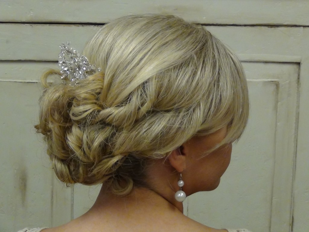 2013 Wedding Hairstyles And Updos: Beautiful Wedding Updo For A Beautiful Bride